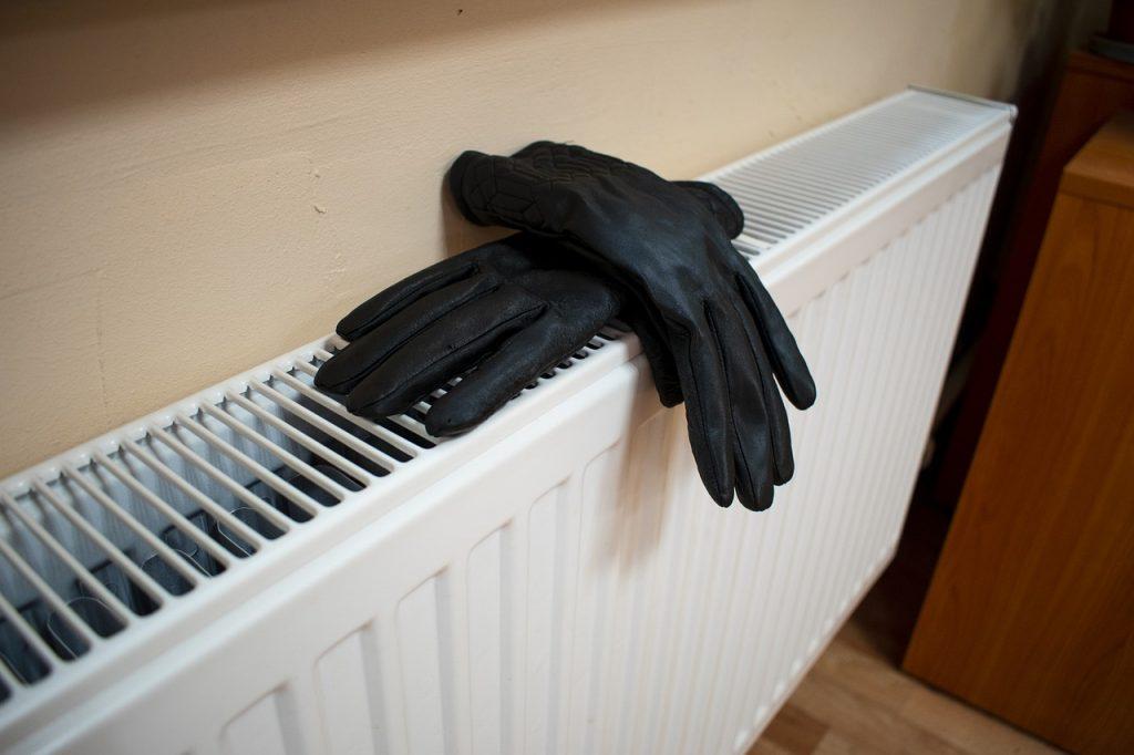 Уменьшается теплоотдача